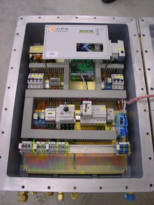 Binnenaanzicht van control box ExdIIB met venster